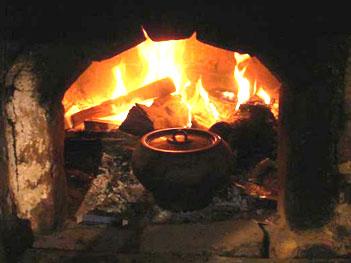 Когда дрова горят, тогда и кашу варят